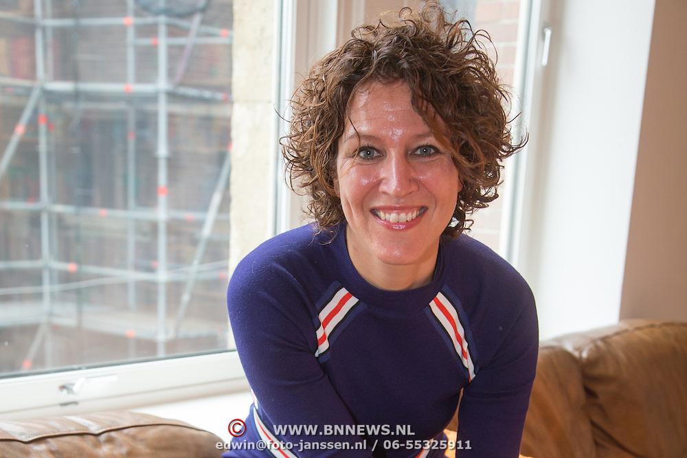 NLD/Amsterdam/20160529 , Boekpresentatie Het Groot Nederlands Knuffelboek van Gallyon van Vessem, Evelien de Bruin