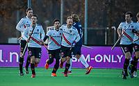 AMSTELVEEN - Tanguy Cosyns (Adam)  heeft gescoord tijdens de competitie hoofdklasse hockeywedstrijd heren, Pinoke-Amsterdam (1-1)  .  met Teun Rohof (Adam)    COPYRIGHT KOEN SUYK
