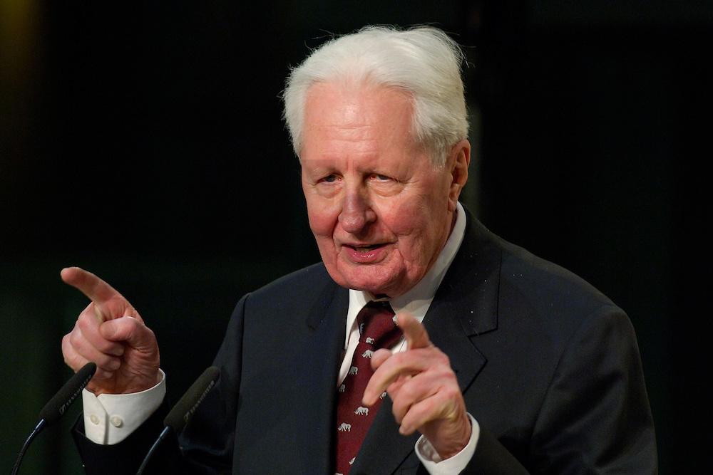 16 FEB 2006, BERLIN/GERMANY:<br /> Hans-Jochen Vogel, SPD, ehem. Parteivorsitzender, haelt eine Rede, Empfang zu seinem 80. Geburtstag, Willy-Brandt-Haus<br /> IMAGE: 20060216-02-126<br /> KEYWORDS: Geburtstagsempfang, speech