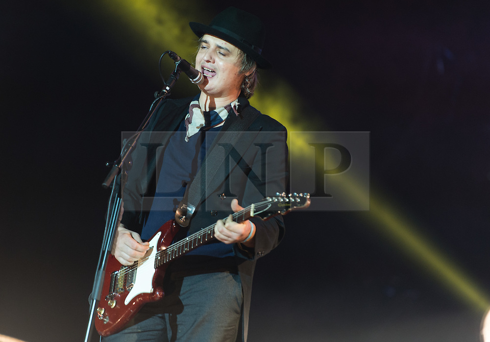 © Licensed to London News Pictures. 30/08/2015. Reading, UK. The Libertines performing at Reading Festival 2015, Day 3 Sunday.  In this picture - Pete Doherty.  Photo credit: Richard Isaac/LNP