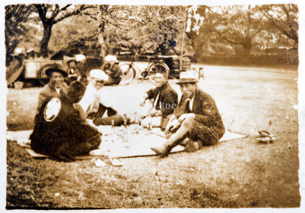 roadside picnicking Japan ca 1930s