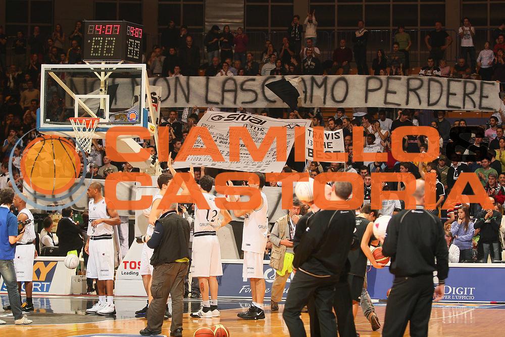 DESCRIZIONE : Bologna Final Eight 2008 Quarti di Finale Lottomatica Virtus Roma La Fortezza Virtus Bologna <br /> GIOCATORE : Tifosi Striscione <br /> SQUADRA : La Fortezza Virtus Bologna <br /> EVENTO : Tim Cup Basket For Life Coppa Italia Final Eight 2008 <br /> GARA : Lottomatica Virtus Roma La Fortezza Virtus Bologna <br /> DATA : 07/02/2008 <br /> CATEGORIA : <br /> SPORT : Pallacanestro <br /> AUTORE : Agenzia Ciamillo-Castoria/S.Silvestri
