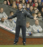 Photo: Aidan Ellis.<br /> Blackburn Rovers v Manchester City. The FA Cup. 11/03/2007.<br /> City manager Stuart Pearce asks his team whats