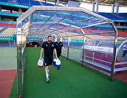 NANNING, CHINA - Tuesday, March 20, 2018: Wales' equipment manager David Griffiths and Kevin McCusker during a training session at the Guangxi Sports Centre ahead of the opening 2018 Gree China Cup International Football Championship match against China. (Pic by David Rawcliffe/Propaganda)