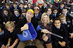Repro Free: 13/11/2012 Celebrating Science Week are Pupils of Scoil Thomais Castleknock and Elaine Keegan (ITB) with Dr Ken as he presented his spectacular show for local primary school students with ?How To Save The Planet in 45 Minutes? at The Institute of Technology Blanchardstown (ITB) where they celebrated Science Week. Pic Andres Poveda.For further information please contact Ann-Marie Sheehan, Aspire PR Tel : 01 827 5181 / 087 298 5569 or email annmarie@aspire-pr.com .