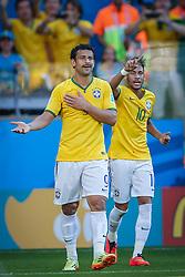 Fred e Neymar Jr. na partida entre Brasil x Chile, válida pelas oitavas de final da Copa do Mundo 2014, no Estádio Mineirão, em Belo Horizonte. FOTO: Jefferson Bernardes/ Agência Preview