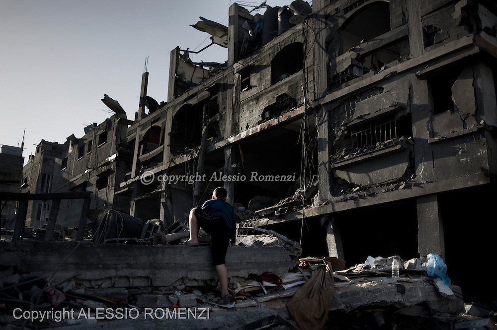 Gaza City: Palestinian child climb of remains of destroyed house by overnight Israeli air strikes on the village of Beit Lahia in the northern Gaza Strip . November 18, 2012. ALESSIO ROMENZI