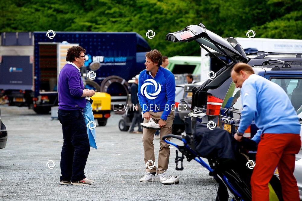 BADHOEVEDORP - De DON Masters is een celebrity golftoernooi, waarbij iedere flight bestaat uit 3 deelnemers en 1 bekende Nederlander. Het toernooi plaats op Golfclub The International. Met op de foto  Willem van Hanegem en Jeroen Rietbergen. FOTO LEVIN DEN BOER - PERSFOTO.NU