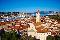 Croatie, Dalmatie, côte dalmate, centre historique de Trogir classé Patrimoine Mondial de l' UNESCO, la cathedrale Saint Laurent // Croatia, Dalmatia, Trogir, Unesco world Heritage site, Saint Laurent cathedral
