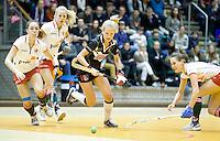 ROTTERDAM -  Lauren Stam van Amsterdam aan de bal tijdens de  finale zaalhockey om het Nederlands kampioenschap tussen de  vrouwen  van Amsterdam en MOP.  Amsterdam wint de finale en dus het Kampioenschap.ANP KOEN SUYK