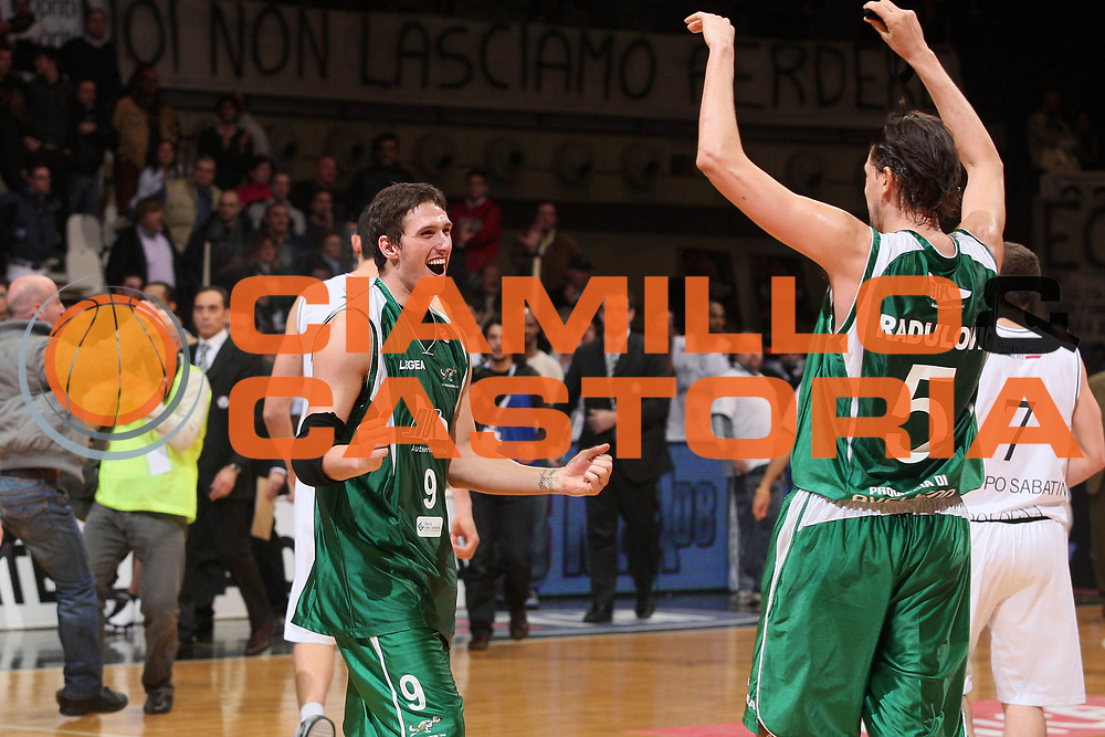 DESCRIZIONE : Bologna Final Eight 2008 Finale La Fortezza Virtus Bologna Air Avellino <br /> GIOCATORE : Alex Righetti <br /> SQUADRA : Air Avellino <br /> EVENTO : Tim Cup Basket For Life Coppa Italia Final Eight 2008 <br /> GARA : La Fortezza Virtus Bologna Air Avellino <br /> DATA : 10/02/2008 <br /> CATEGORIA : Esultanza <br /> SPORT : Pallacanestro <br /> AUTORE : Agenzia Ciamillo-Castoria/S.Silvestri