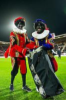 ALKMAAR - 04-12-2015, AZ - ADO Den Haag, AFAS Stadion, zwarte Piet, bal.