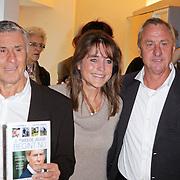 """NLD/Amsterdam/20111109- Boekpresentatie Ard Schenk """" Je tweede Jeugd begint nu"""", Sjaak Swart, Yvonne van Gennip en Johan Cruijff"""