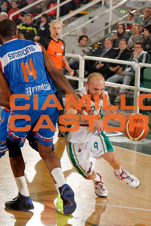 DESCRIZIONE : Avellino Lega A 2012-13 Sidigas Avellino Enel Brindisi<br /> GIOCATORE : Valerio Spinelli<br /> CATEGORIA : palleggio <br /> SQUADRA : Sidigas Avellino<br /> EVENTO : Campionato Lega A 2012-2013 <br /> GARA : Sidigas Avellino Enel Brindisi<br /> DATA : 25/11/2012<br /> SPORT : Pallacanestro <br /> AUTORE : Agenzia Ciamillo-Castoria/A. De Lise<br /> Galleria : Lega Basket A 2012-2013  <br /> Fotonotizia : Avellino Lega A 2012-13 Sidigas Avellino Enel Brindisi
