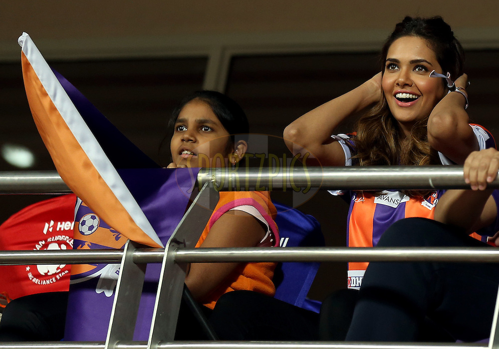 Actor Easha Gupta during match 17 of the Hero Indian Super League between FC Pune City and Kerala Blasters FC held at the Shree Shiv Chhatrapati Sports Complex Stadium, Pune, India on the 30th October 2014.<br /> <br /> Photo by:  Sandeep Shetty/ ISL/ SPORTZPICS