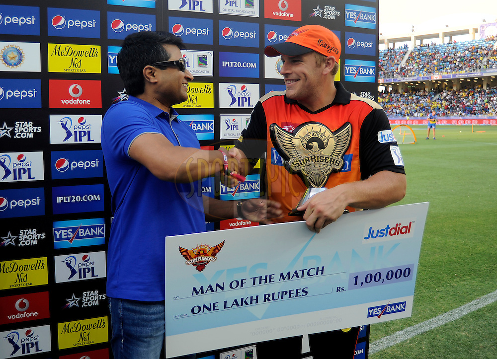 Aaron Finch of the Sunrisers Hyderabad receives the man of the match award during the presentation after match 12 of the Pepsi Indian Premier League Season 7 between the Sunrisers Hyderabad and the Delhi Daredevils held at the Dubai International Stadium, Dubai, United Arab Emirates on the 25th April 2014<br /> <br /> Photo by Pal Pillai / IPL / SPORTZPICS