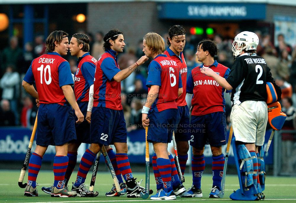 30-03-2007 HOCKEY: KAMPONG - SCHC: UTRECHT<br /> Kampong verliest met 4-0 van SCHC - Rob en Geert Jan Derikx , Rogier Hofman en Roderick Weusthof<br /> &copy;2007-WWW.FOTOHOOGENDOORN.NL