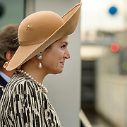 Koningin Maxima opent het Maximakanaal . Het Máximakanaal is een nieuwe vaarweg van negen kilometer ten oosten van 's-Hertogenbosch en loopt van de Maas naar de Zuid-Willemsvaart bij Den Dungen.<br /> <br /> Queen Maxima opens the MaximaChannel. The Maxima Channel is a new waterway nine kilometers east of 's-Hertogenbosch and runs from the Meuse to the South Willemsvaart in Den Dungen.