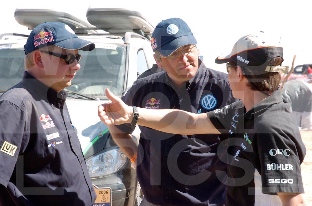 RALLY LISSABON-DAKAR 2006:..Ellen Luhr mit VW..Fotografie Frank Uijlenbroek © 2006 Frank Uijlenbroek