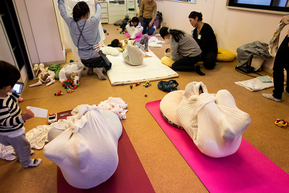 "TOKYO, JAPAN - JANUARY 29 : Japanese people wrapped with white cloth during a workshop called ""Otonamaki"", which directly translates to adult wrapping in Tokyo, Japan on Sunday, January 29, 2017. Otonamaki is a Japanese therapeutic method meant to alleviate posture problems and stiffness. (Photo by Richard Atrero de Guzman/ANADOLU Agency)"