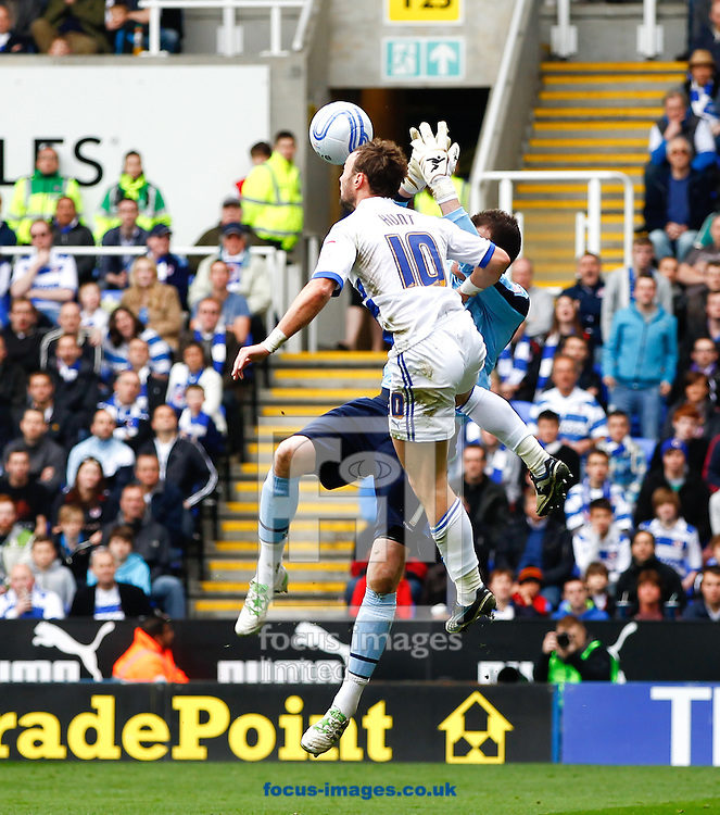 Picture by Andrew Tobin/Focus Images Ltd. 07710 761820. 6/4/2012 - Noel Hunt of Reading challenges Andy Lonergan of Leeds during the Npower Championship match at Madejski stadium, Reading.