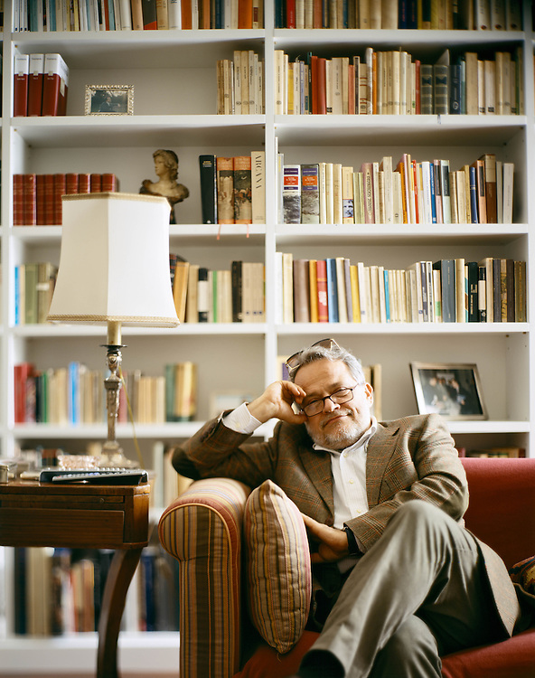 06 APR 2005 - Venezia - Paolo Puppa, scrittore, a casa :-: Italian writer Paolo Puppa, at home