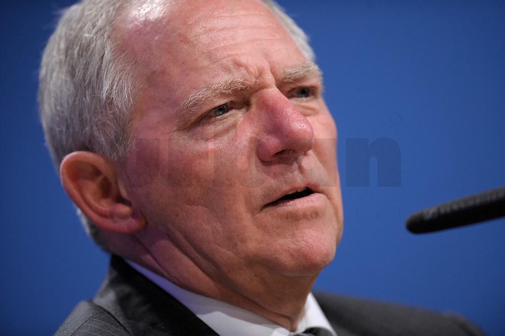 07 JAN 2008, KOELN/GERMANY:<br /> Wolfgang Schaeuble, CDU, Bundesinnenminister, haelt eine Rede, Gewerkschaftspolitische Arbeitstagung des Deutschen Beamtenbundes, dbb, Messe Koeln<br /> IMAGE: 20080107-01-081<br /> KEYWORDS: Köln, Wolfgang Schäuble