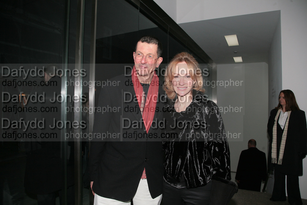 Louise Macbain and Anthony Gormley, Andreas Gursky, White Cube, Mason's Yard. London. 22 March 2007.   -DO NOT ARCHIVE-© Copyright Photograph by Dafydd Jones. 248 Clapham Rd. London SW9 0PZ. Tel 0207 820 0771. www.dafjones.com.
