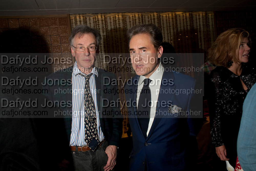 ANDREW BARROW; PETER YORK, Launch of Nicky Haslam's book Redeeming Features. Aqua Nueva. 5th floor. 240 Regent St. London W1.  5 November 2009.  *** Local Caption *** -DO NOT ARCHIVE-© Copyright Photograph by Dafydd Jones. 248 Clapham Rd. London SW9 0PZ. Tel 0207 820 0771. www.dafjones.com.<br /> ANDREW BARROW; PETER YORK, Launch of Nicky Haslam's book Redeeming Features. Aqua Nueva. 5th floor. 240 Regent St. London W1.  5 November 2009.