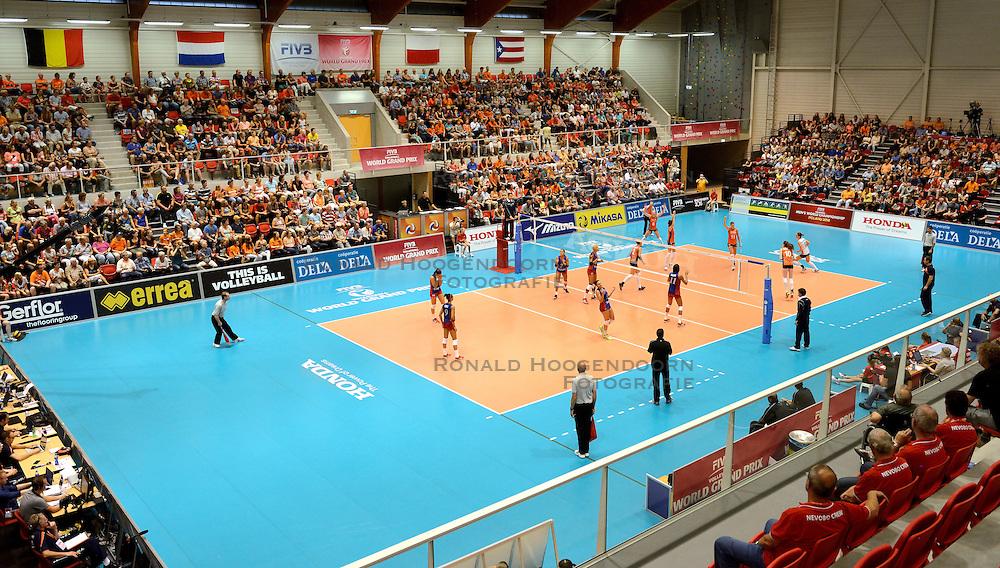08-08-2014 NED: FIVB Grand Prix Nederland - Puerto Rico, Doetinchem<br /> Topsporthal Achterhoek Doetinchem was goed gevuld bij de wedstrijd Nederland - Puerto Rico