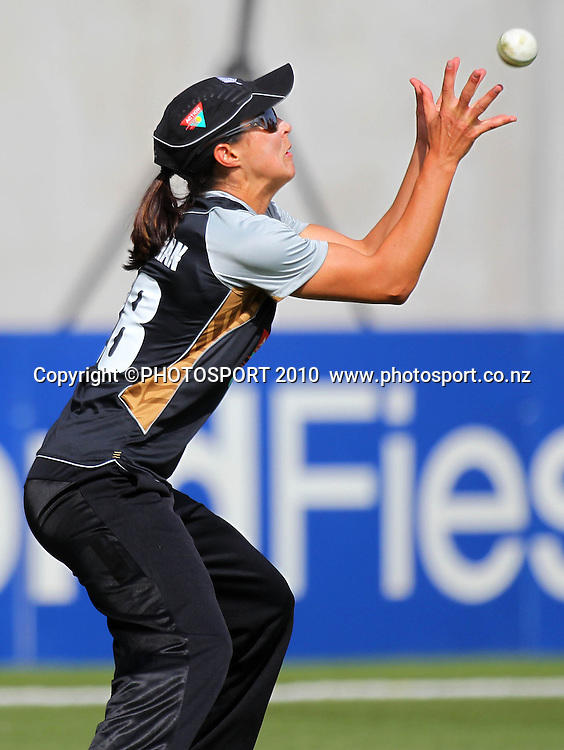 Sara McGlashan takes a catch. <br /> Women's International Twenty20 cricket match - New Zealand White Ferns v Australia Southern Stars at AMI Stadium, Christchurch. Sunday 28 February 2010.