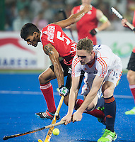 RAIPUR (India) .  Mirco Pruijser (Ned) met Devohn Noronha Teixeira (Can) tijdens de kwartfinale tussen  de mannen van Nederland en Canada (2-0)  in het  Hockey World League Finale toernooi .     ANP KOEN SUYK