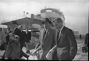 """""""Santa Claus"""", winner of the English Derby, arriving back in Dublin by air after his victory at Epsom. .04.06.1964"""