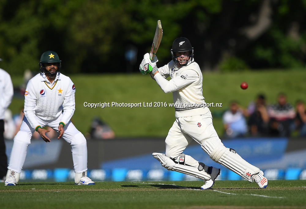 Henry Nicholls batting. New Zealand Black Caps v Pakistan. Day 2, 1st test match. Friday 18 November 2016. Hagley Oval, Christchurch, New Zealand. © Copyright photo: Andrew Cornaga / www.photosport.nz