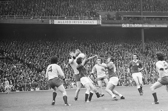 Players attempt to catch the ball as it falls from the air during the All Ireland Senior Gaelic Football Championship Final Dublin V Galway at Croke Park on the 22nd September 1974. Dublin 0-14 Galway 1-06.