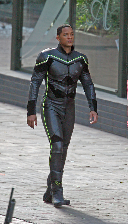 Saturday July 21st 2007. EXCLUSIVE: Will Smith on the set of his latest movie 'John Hancock'. In this scene Will Smith is a superhero who arrives on to the scene of a bank robbery to save the day. Photograph: David Buchan/Eric Ford. Sales; Eric Ford 1/818-613-3955 info@onlocationnews.com