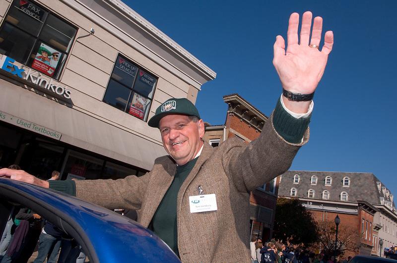 17904Homecoming 2006 10/20/06: Parade...Thomas C. Lonsbury, Honorary Alumni