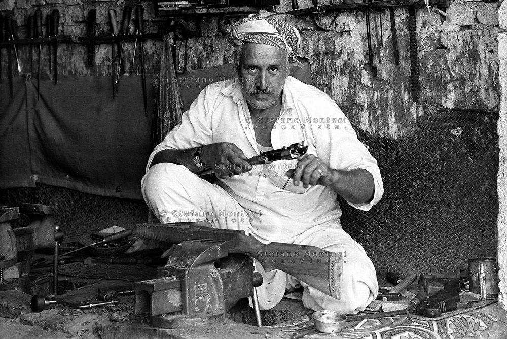 Pakistan 1986 .Darra Adamkhel is Pakistan's largest weapons bazaar and factory, renowned for its gun making expertise since the late 19th century, Darra is a sprawl of hundreds of workshops where some 3,500 gunsmiths toil on replica weapons.
