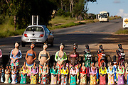Pedra do Indaia_MG, Brasil...Comercio de artesanato na rodovia MG 50 em Pedra do Indaia...A craft trade on MG 50 highway in  Pedra do Indaia...Foto: LEO DRUMOND / NITRO