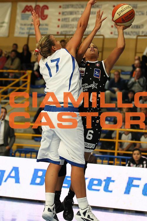 DESCRIZIONE : Cervia Lega A1 Femminile 2011-12 Opening Day 2011 Pool Comense Basket Alcamo<br /> GIOCATORE : Cameo Hicks<br /> SQUADRA : Pool Comense<br /> EVENTO : Campionato Lega A1 Femminile 2011-2012 <br /> GARA : Pool Comense Basket Alcamo<br /> DATA : 16/10/2011 <br /> CATEGORIA : <br /> SPORT : Pallacanestro <br /> AUTORE : Agenzia Ciamillo-Castoria/ElioCastoria<br /> Galleria : Lega Basket Femminile 2011-2012 <br /> Fotonotizia : Cervia Lega A1 Femminile 2011-12 Opening Day 2011 Pool Comense Basket Alcamo<br /> Predefinita :