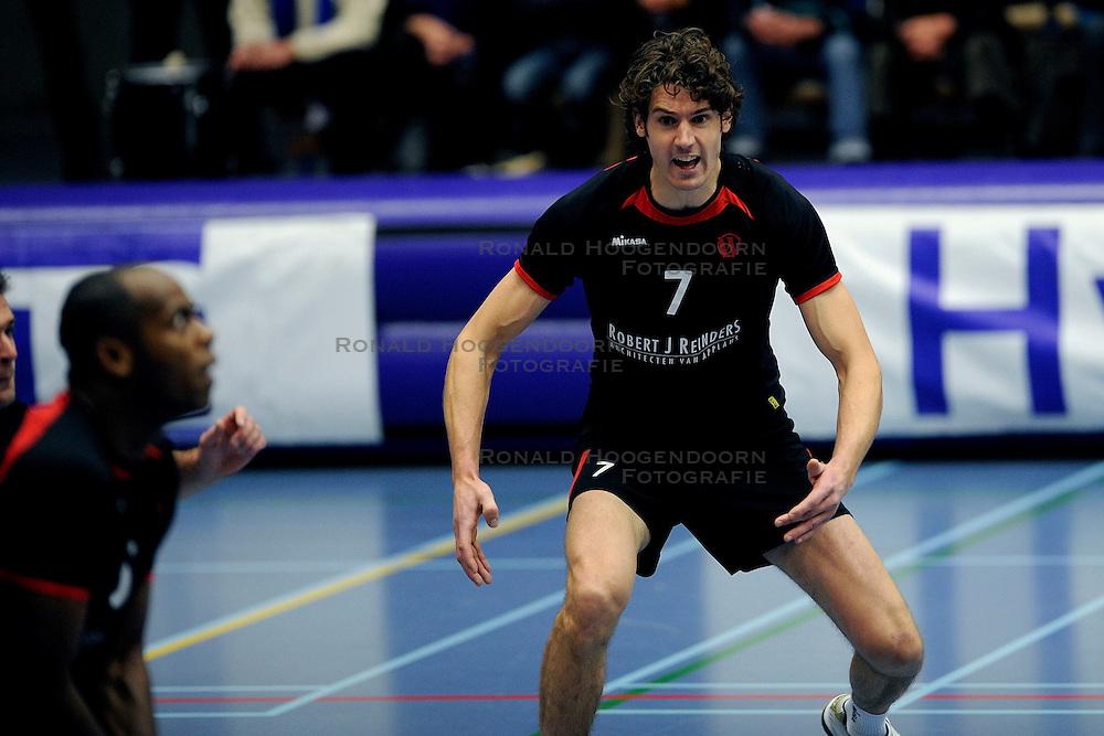 15-11-2008 VOLLEYBAL: HVA AMSTERDAM - OMNIWORLD: AMSTERDAM<br /> Robert J Reinders Omniworld won met 3-1 van HVA Amsterdam / Mike van der Goor<br /> &copy;2008-WWW.FOTOHOOGENDOORN.NL