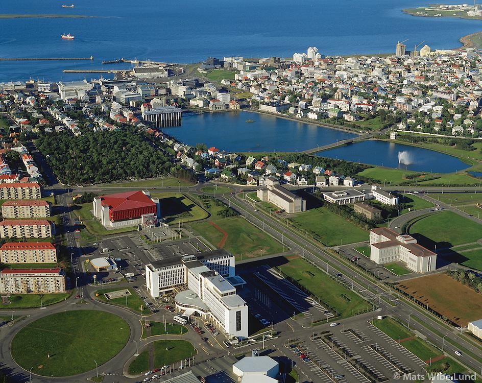 Hótel Saga, Þjóðarbókhlaðan, Háskóli Íslands, Tjörnin,.Miðbærinn. Loftmynd..Aerial view over the old town center. In fotreground Hotel Saga, The National Library (with the read roof) The University of Iceland (right in photo) and the Lake Tjörnin.