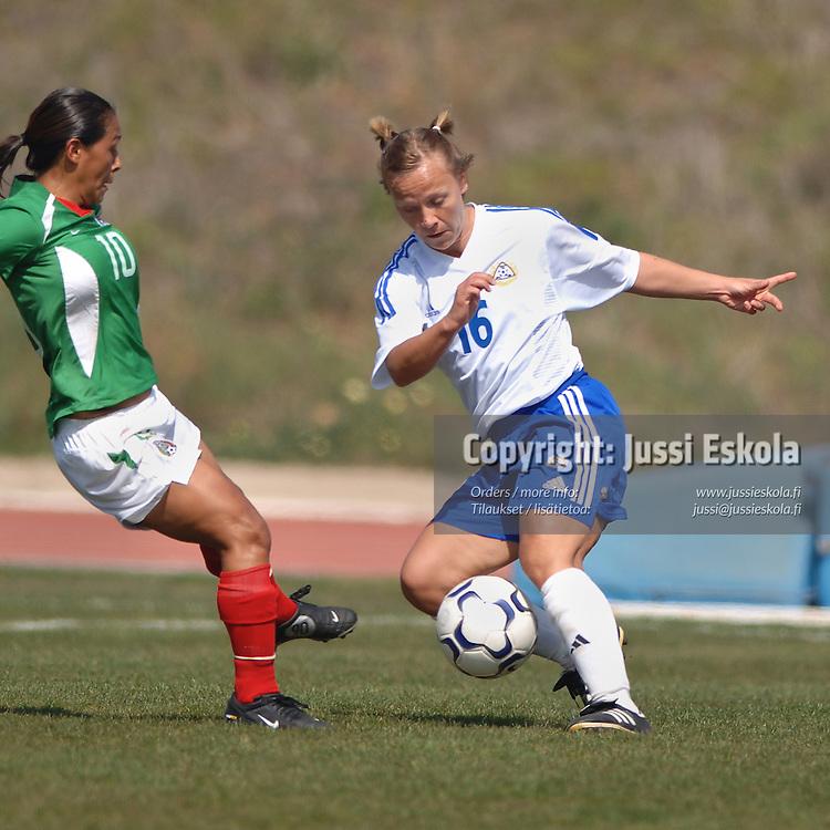 Terhi Uusi-Luomalahti.&amp;#xA;Naisten maajoukkue, Algarve Cup, maaliskuu 2005.&amp;#xA;Photo: Jussi Eskola<br />