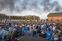"12.04.2018, Konzentrationslager Auschwitz, Oswiecim, CHR, ""March of the living"" am Weg aus dem ehemaligen deutschen Nazi-Todeslager Auschwitz I nach Auschwitz II - Birkenau, im Bild überlebender Marko Feingold im Gespräch mit österreichischen Schülern// participants during the 'March of the Living' from the former German Nazi death camp Auschwitz I to Auschwitz II - Birkenau at the concentration camp in Oswiecim, CHRand on 2018/04/12. EXPA Pictures © 2018, PhotoCredit: EXPA/ Florian Schroetter"