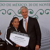 TOLUCA, México.- (Noviembre 20, 2018).- La atleta  Mayan Oliver recibió de manos del gobernador del Estado de México Alfredo del Mazo Maza la Presea Estatal del Deporte. Agencia MVT / Crisanta Espinosa.