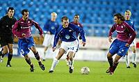 Fotball, 15. oktober 2003, UEFA - cupen, 1 runde, Molde Stadion, Molde-Leiria,  Fredrik Gustafson, Molde, mot Joao Manuel (t.v.) og Paulo Gomes, UD Leiria