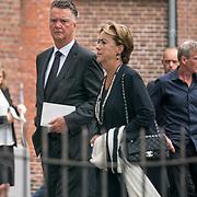 NLD/Huizen/20180818 - uitvaart Bert Verwelius, Louis van Gaal en partner Truus Opmeer