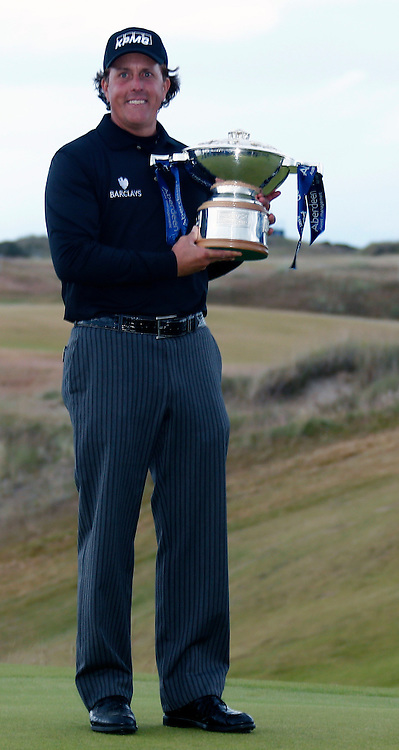 Phil Mickelson holds the winners quaich after winning the Scottish Open. Stephen Lawson | SportPix.org.uk