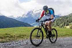 12-09-2017 FRA: BvdGF Tour du Mont Blanc day 3, Chamonix<br /> We starten deze dag met een prachtige afdaling. Nadien splitsen de groepen en volgt een pittige klim waarbij we de spoorlijn kruisen. Daarna worden we beloond met een mooie flowtrail alvorens we het bergsportmekka Chamonix bereiken. Tjebbe
