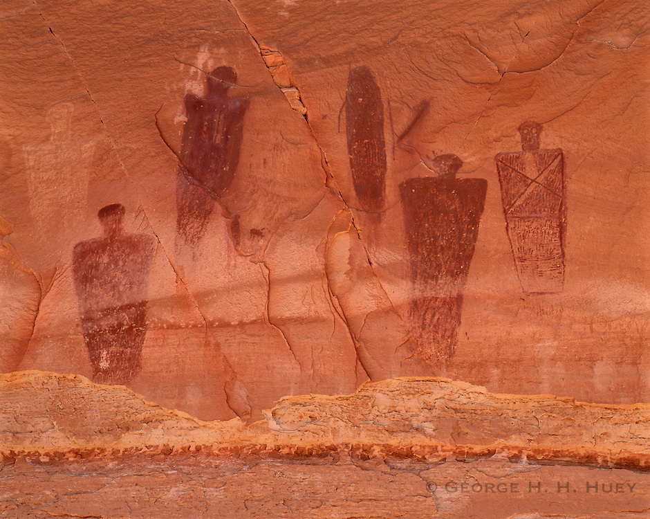 0303-1014 ~ Copyright:  George H. H. Huey ~ The Great Gallery pictograph panel, Horseshoe Canyon, Barrier Canyon style.  [Life-size figures].  Thought to date from hunter-gather cultures, prior to A.D. 700.  Canyonlands National Park, Utah.